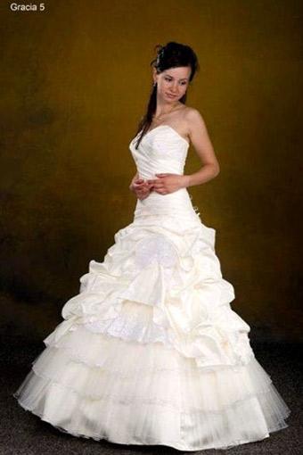 Свадебное платье силуэта принцесса со сложной драпировкой...