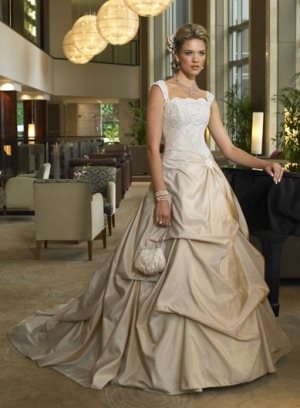 Свадебное платье En Vogue 42 300 руб.  Цвета белое, бриллиантово белое...