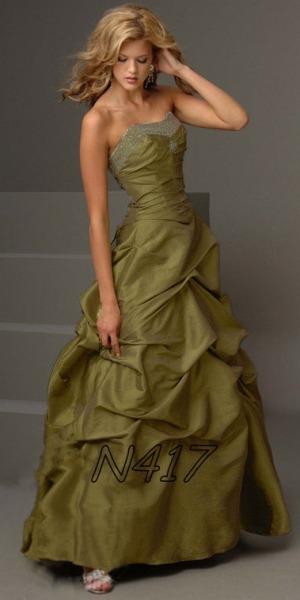 Распродажа коллекции вечерних платьев в свадебном салоне L amour.